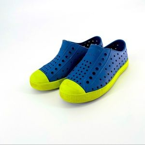 Native Blue and Neon Green sz 11